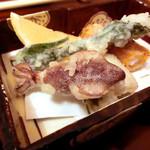 日本料理 桜楽 - <4月夜肉>天ぷら、タラの芽、穴子、べいか、海老のアーモンド揚げ