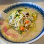 寿楽ラーメン - 料理写真:「ちゃんぽん」(670円)。真~っ白なスープ!