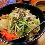 竹乃家 - 2014年4月13日(日) 竹乃家の唐揚げ丼(並)830円(味噌汁付き)