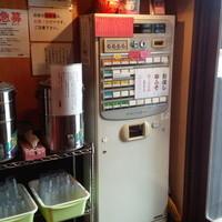 らーめん男盛 - 入り口の券売機で商品をお買い求め下さい!