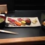 26449797 - ランチの握り寿司(上),900円.サラダと味噌汁が付いています.