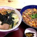 26451207 - 藻塩の支那そば550円と麻婆豆腐750円