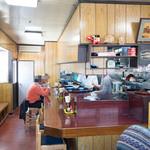 魚料理 ホノルル食堂 - カウンター席