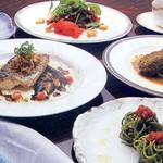ラ・セゾン 雪月花 - 料理写真:■プリフィックス チョイスメニュー。前菜10種・メイン10種から選択。デザート・カフェもつく ¥2700
