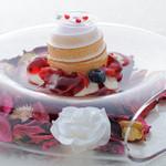 リストランテ ウミリア - UMIRIAコースの一品より ラズベリーローズと濃厚なバニラアイスのドーム仕立て