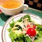 シシリアンルージュ札幌 - セットのサラダとスープ☆ ほうれん草が柔らかくて食べやすい♪