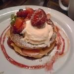 ジェイエス パンケーキカフェ - ストロベリーミルフィーユパンケーキ