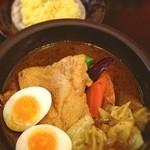 kanakoのスープカレー屋さん - やわらかチキン☆ ライス小盛りにしたら、トッピング1つ増量のサービスで卵が2個に♪ あっさりのさらさらスープでした( •ॢ◡-ॢ)-♡