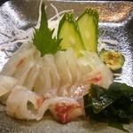 ほっこり - チヌの刺身。新鮮です。その場で調理。コリコリしていて美味い。
