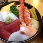 八丁寿司 - 料理写真:寿司ちらし¥880