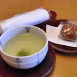 26468550 - 仲居さんがお茶を持ってきてくれました(*´∀`*)ノ