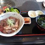 米沢牛焼肉 仔虎 仙台駅前店 - 米沢牛炙り牛刺し丼ランチ1180円