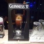 VIA DRITTO - ギネスビール(650円)カウンター上のサージャーで泡立てて頂けます