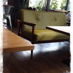 マザームーンカフェ - ソファ席あります♪