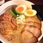 26473659 - 4/20 煮干(こってり)+トッピングチャーシュー+メンマ+卵+大盛り 1050円なり