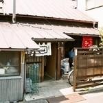 26473756 - 暖簾がなければ、昭和の普通の一軒家ですね(笑)