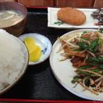 お食事処 秋月 - 豚キムチ定食(ご飯大盛り)