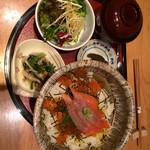 26474058 - ランチの鮭親子丼です。