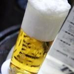 ビールスタンド重富 - 三度注ぎ 5百円 14年4月 盛り上がる泡