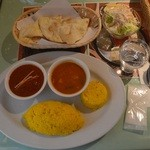シャングリーラ - マトンカレーランチ(右は日替わりの野菜カレー)