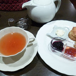 青山ティーファクトリー - 紅茶とスコーンのセット