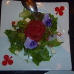26481018 - ~白いバラを赤く塗りましょう~                       真っ赤なバラのガーデンサラダ