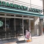スターバックス・コーヒー - 明治通り沿い、ファミマの並び。