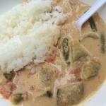 惣菜工房 やの家 - イベントにて「タイスープカレー(600円)」。迸るココナッツミルクの甘さ。スパイスもしっかり効かせてあるけんだど、私には丁度良いマイルドさ。『やの家』はこのタイカレーから始まった総菜店だとか。