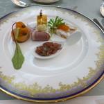 26484223 - オードブル:鮪タルタル、蛸と玉ねぎのテリーヌ、合鴨、キッシュ、スモークサーモン