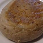 もりのみちパン - クリームチーズとくるみ