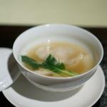 ワキヤ 一笑美茶樓 - 蟹肉たっぷりの熱々呑雲スープ