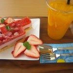 スヴニール - 料理写真:あまおうのケーキ。