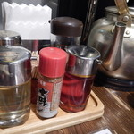 麺飯食堂 八右衛門 - テーブル上の脇役達