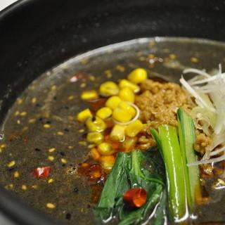 真っ黒のくせになるとろみ黒ゴマ担担麺