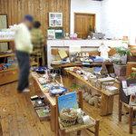 ムッシュ・ド・ムニィー - 雑貨は、フェアトレード(公平貿易)商品が中心です。 フェアトレードの商品を取り扱うのがオーナーさんのポリシーらしいです。