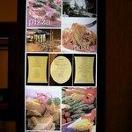 2649506 - 料理とお店の様子が沢山の写真で紹介されてます。右の一番上はオーナーシェフの柿田将宏さんですね。