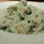 ヴィーニ・ディ・トレッチーノ - 鶏肉とアスパラ、ゴルゴンゾーラのリゾット(大盛り) 真横から