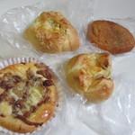 タムタム - 料理写真:この日は夕食用のパンを4つ購入して帰りました。