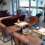 SERENE CAFE 288 - 低めのテーブル