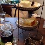 お茶とおやつ 和茶 - シフォンケーキ、杏仁豆腐、ガトーショコラ