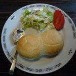 貴族の森 - ランチのサラダとパン