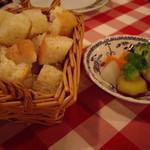 スイスシャレー - チーズフォンデュ用のパンと野菜
