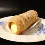 創作洋菓子 モンペリエ - コルネ(160円)