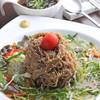 えごまと黒酢のサラダ冷麺