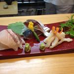26507689 - お造り 鯛、〆鯖、本みる貝 山葵も美味しい