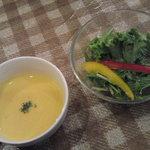 チャプチーノ - ランチのサラダとスープ