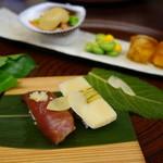 26514665 - 漬鰹握り鮨と筍木の芽鮨