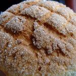 るぱん - メロンパン、ガリガリクッキーとトロトロの生地が栄える。最高のメロンパン。