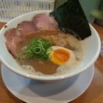 ラー麺 陽はまた昇る - ラー麺 陽はまた昇るのとり豚こつラー麺700円(14.01)