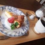 とちの実カフェ - ケーキセット(550円)コーヒーとチーズケーキ